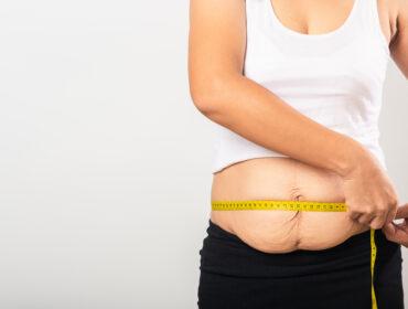 obkurczanie skóry na brzuchu